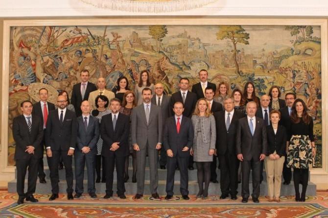 El Príncipe de Asturias ha recibido en audiencia una representación de la Asociación de Antiguos Alumnos de la Universidad Politécnica de Valencia, con motivo de su 20º aniversario.