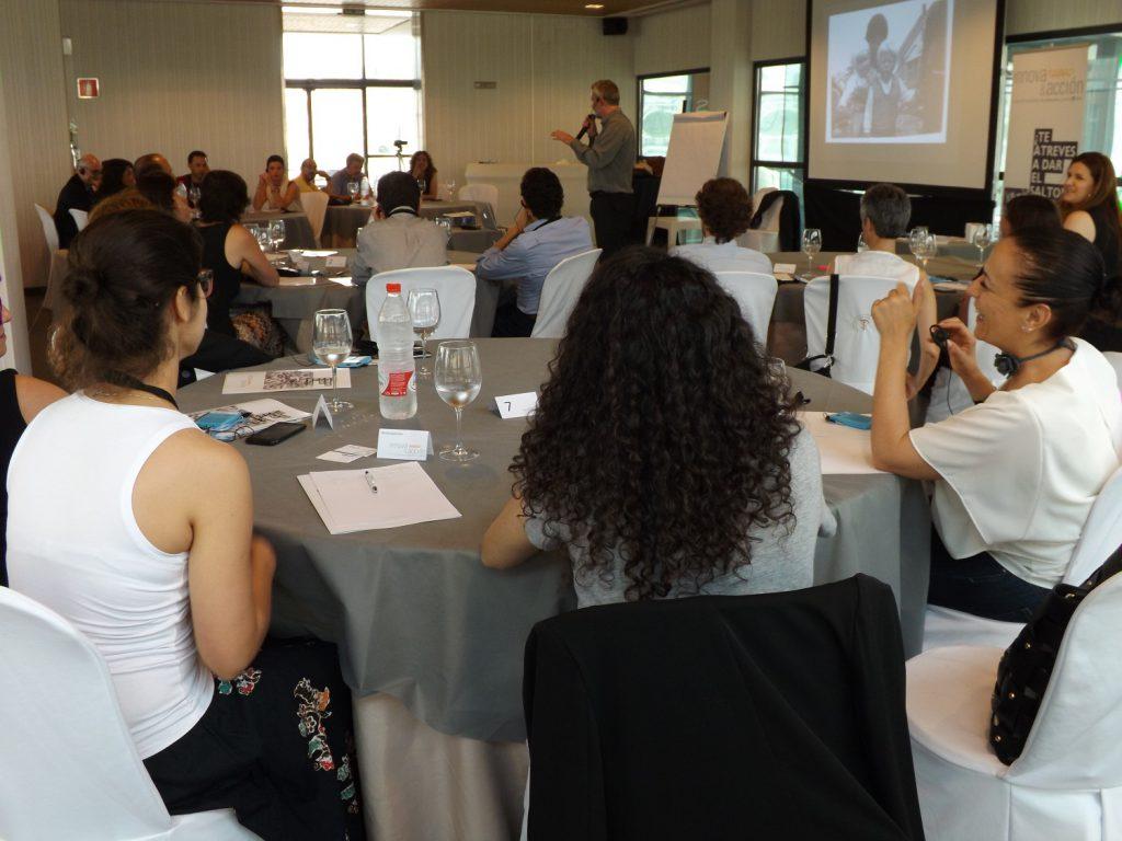 El pasado viernes, en un nuevo desayuno de trabajo de Innova&acción, tuvimos la oportunidad de profundizar en el concepto de Meetovation o lo que es lo mismo en cómo lograr que nuestras reuniones sean productivas e innovadoras. Para ello contamos con Bo Krüger, escritor, speaker, meeting designer y co-creador del concepto de Meetovation.